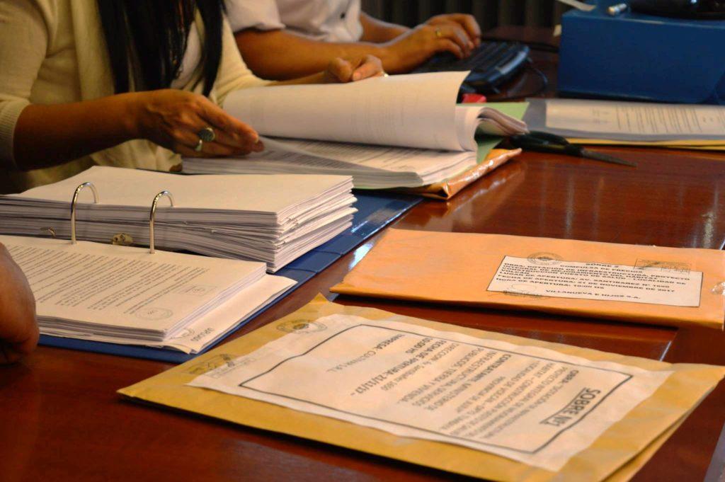 la apertura de sobres de ofertas es el paso previo a la adjudicación e incio de obra.